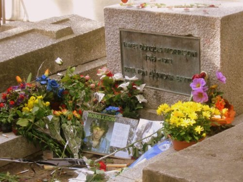 pere lachaise cemetery, jim morrison, oscar wilde, tombs, graves, paris, france